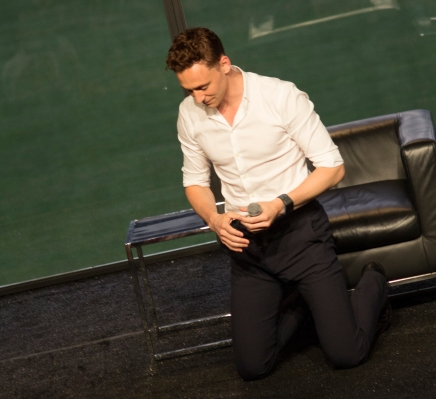Tom Hiddleston kneels upon request!  (Photo credit Sean Connelly)